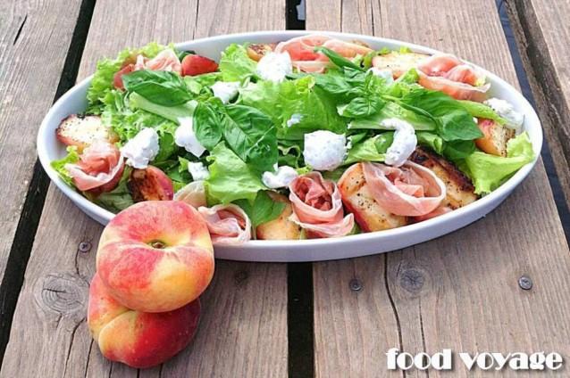 Фреш салат с теплыми персиками