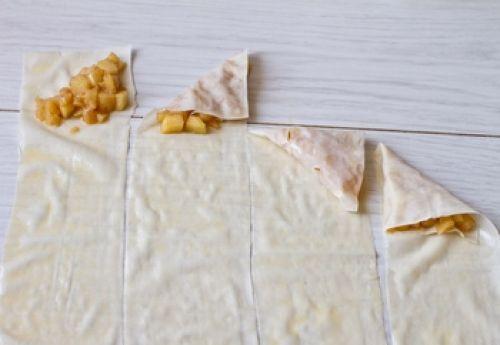 как свернуть тесто в треугольник