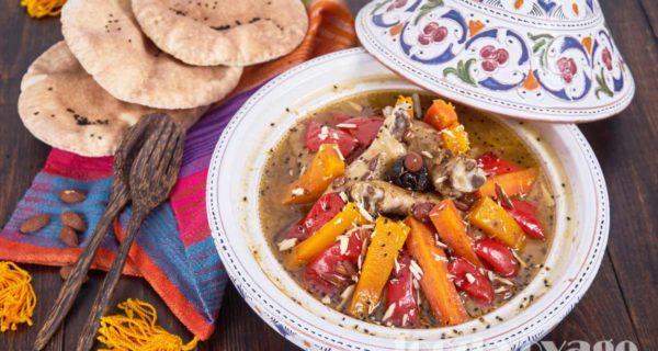 Тажин из курицы с овощами, черносливом и  миндалем