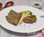 Шпинатные блины с тар-таром из лосося и муссом из авокадо