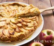 Песочный пирог с яблоками и сметанным кремом