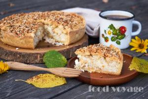 Пирог из творожного теста с тунцом и рисом